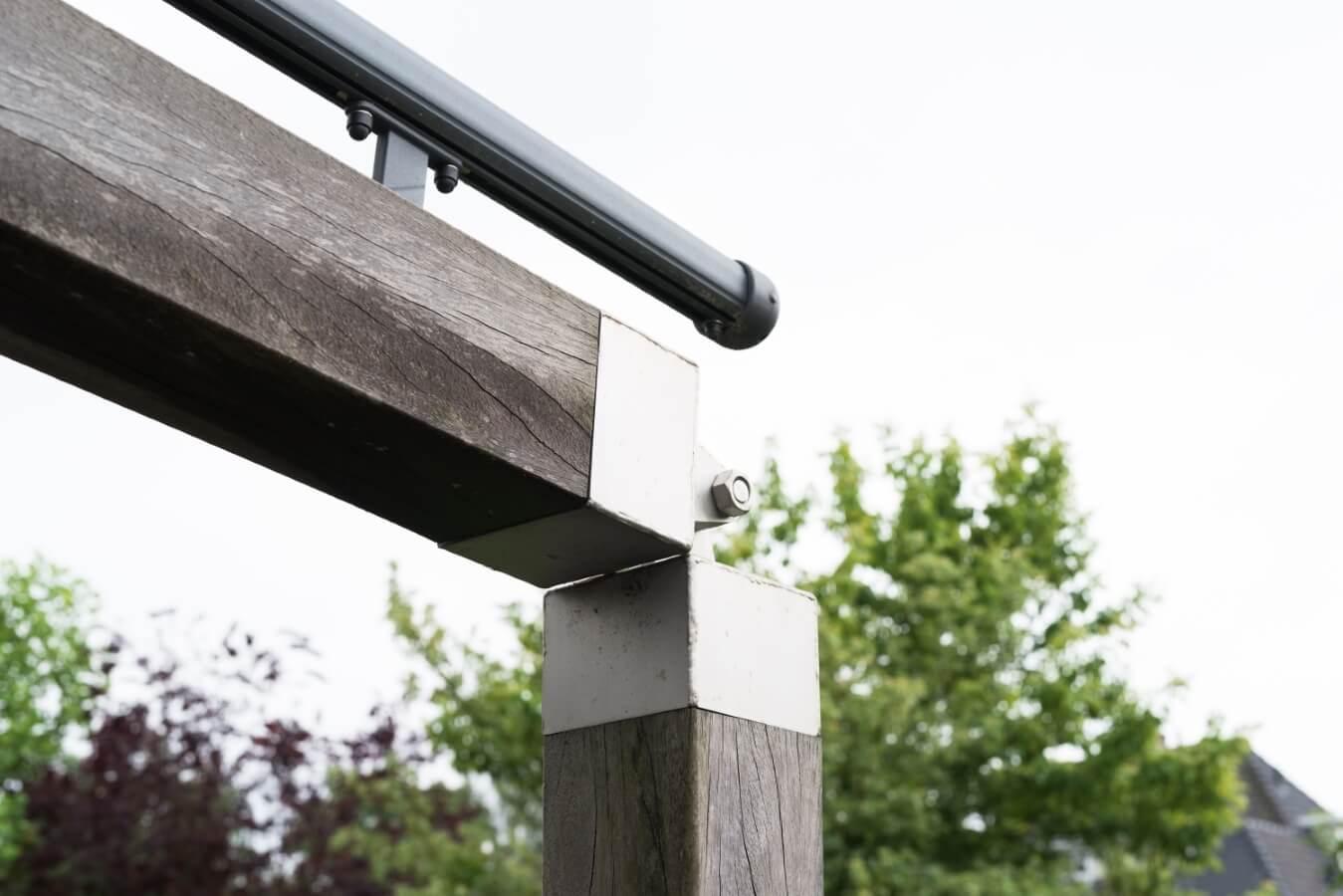 Exclusieve houten overkapping met doek in Naarden