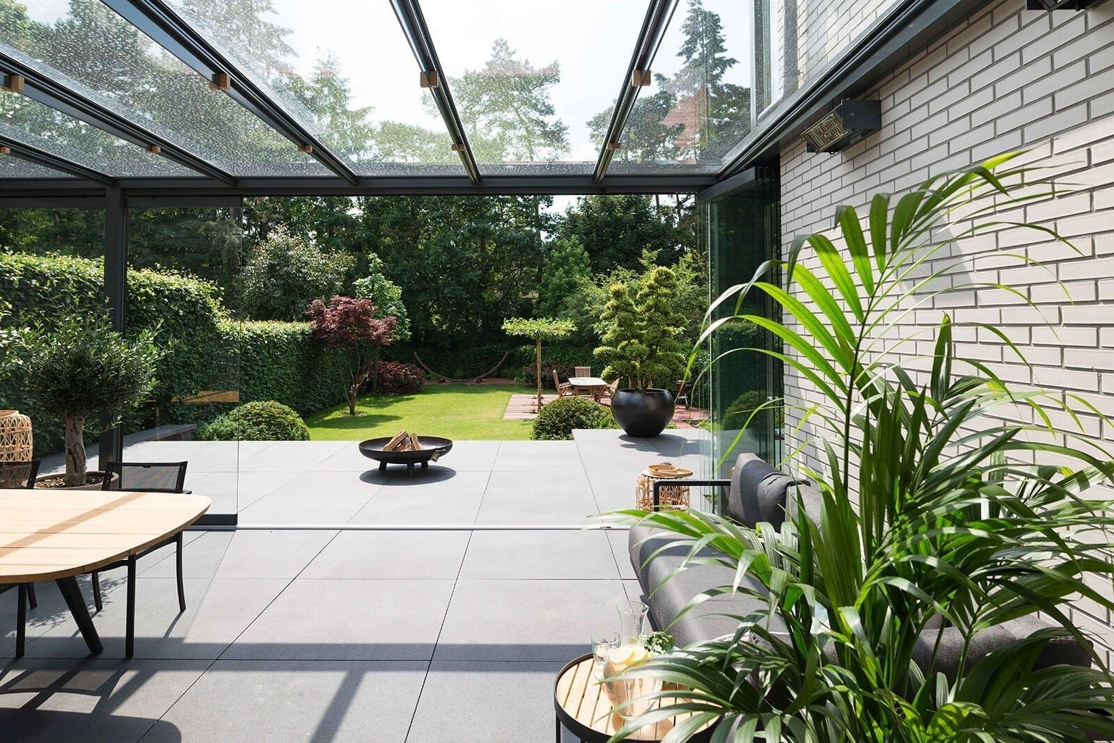 Glazen tuinkamer Lois Van van Ee